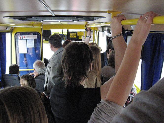 Водитель маршрутного такси в Керчи спас пассажиров от травм