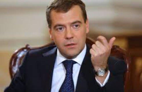 Дмитрий Медведев пугает Украину