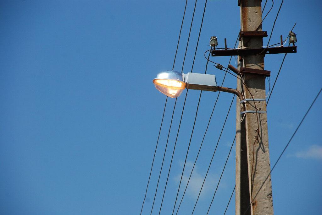 Жителей Евпатории просят сообщать обо всех проблемах с уличным освещением
