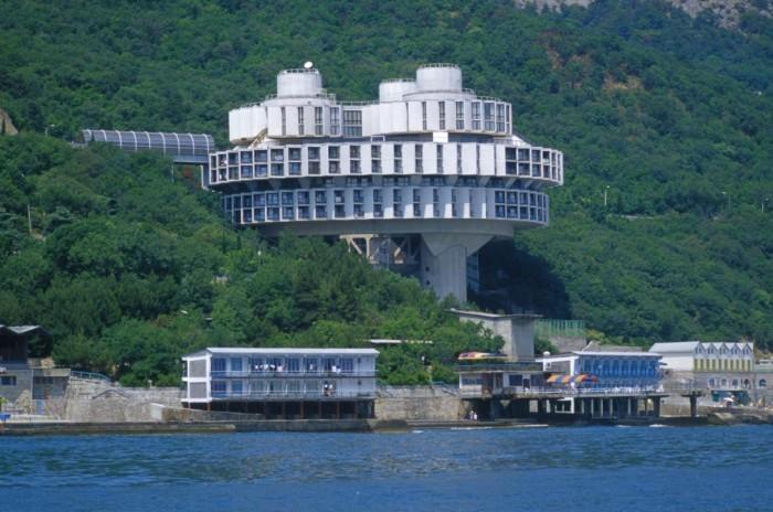Туристы недовольны открытостью пляжей при крымских санаториях
