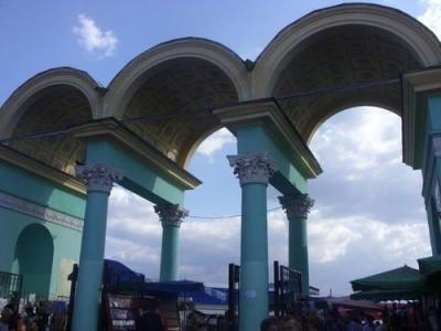 В Симферополе перекрыли площадь на Центральном рынке