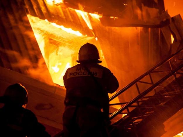 В Севастополе выгорело три павильона на вещевом рынке
