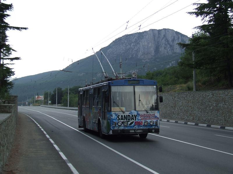 В ближайшие три года в Крыму обещают заменить изношенные троллейбусные линии