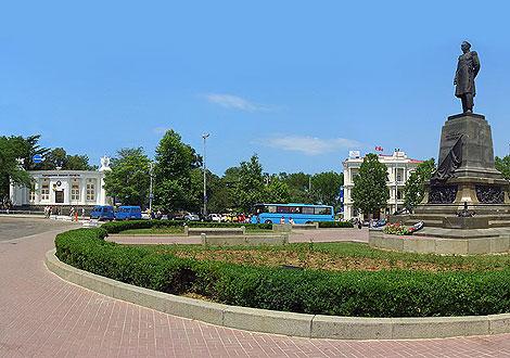 Севастопольские власти намерены сделать парковку на площади Нахимова