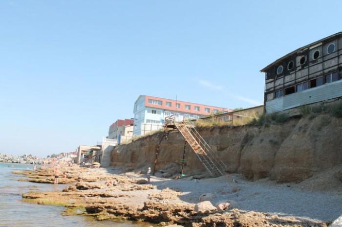 Пляж  в Николаевке нуждается в срочном ремонте