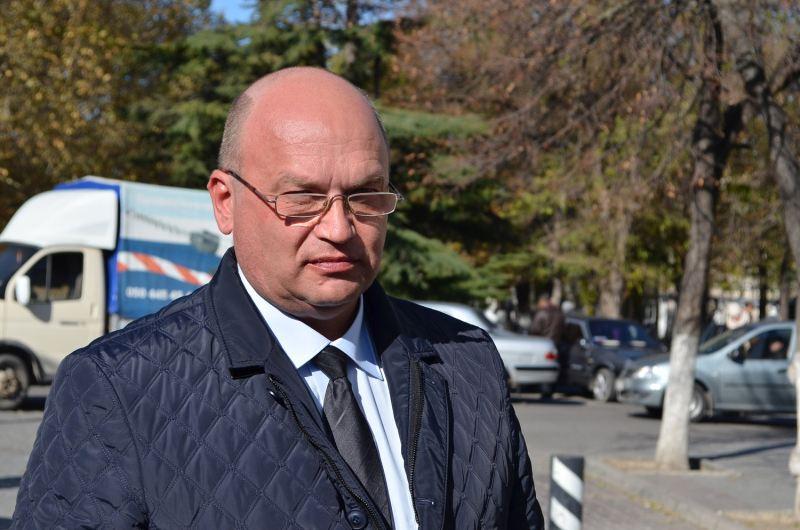 Бахарев согласился на рейд по пешеходным переходам с детской коляской