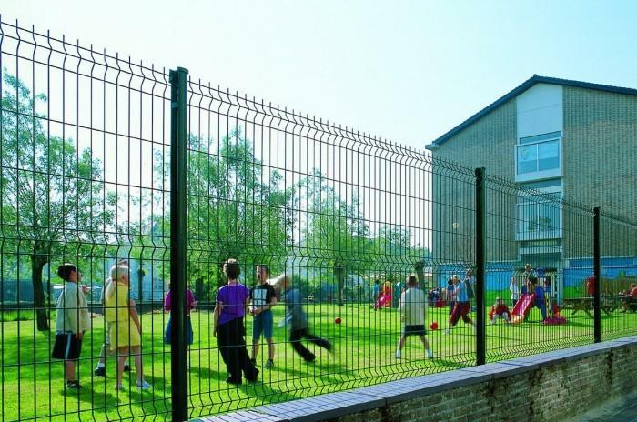 Вокруг симферопольских школ установят заборы