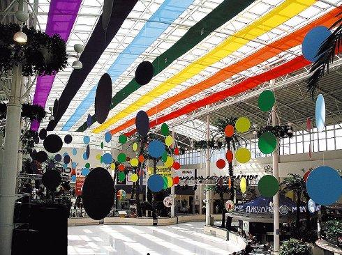 Декор коммерческих площадок и торговых центров: на сезон и к празднику