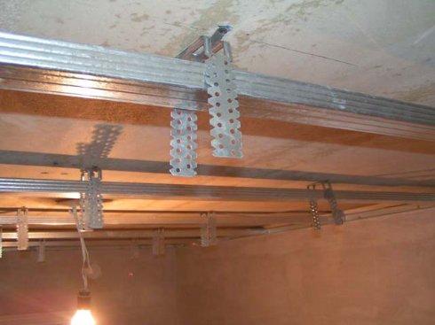 Изготовление подвесного потолка с применением гипсокартона
