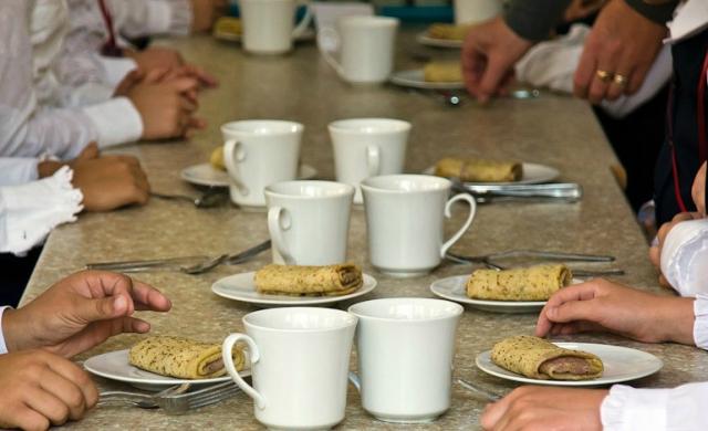Феодосийские власти намерены ввести абонементы на питание в школах для удобства родителей