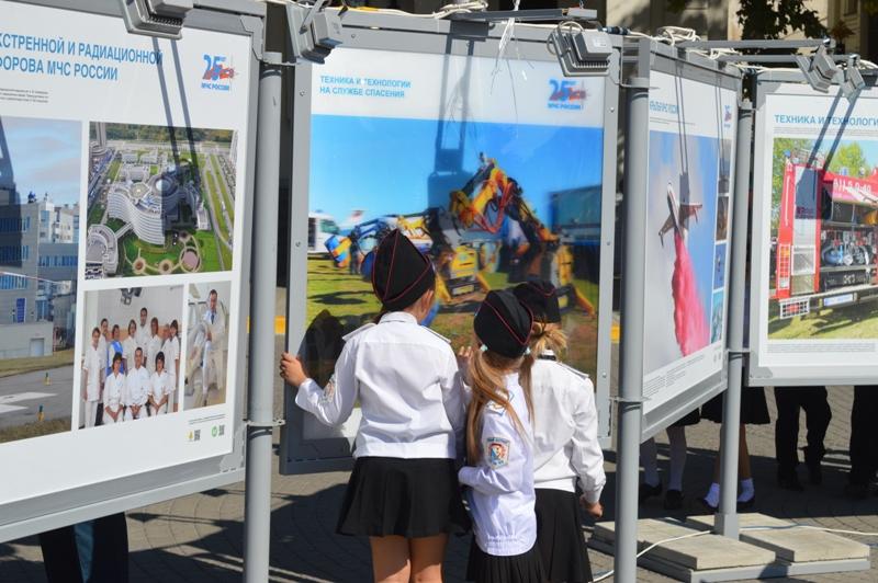 В Севастополе открылась фотовыставка к 25-летию МЧС