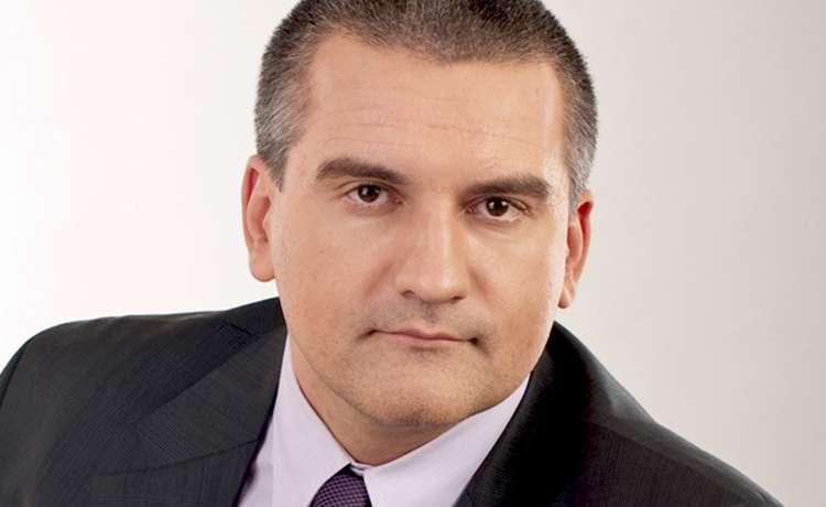 Аксенов заявил о готовности общаться с западными представителями СМИ