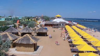 В Феодосии центральный пляж освободят от незаконных построек
