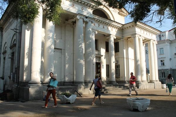 В Севастополе отремонтируют здание бывшего кинотеатра «Украина»