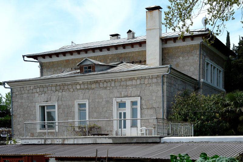 В Ялте отремонтирую дачу академика Курчатова