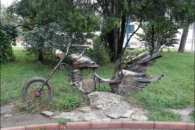 Из симферопольского парка вновь украли кованый мотоцикл