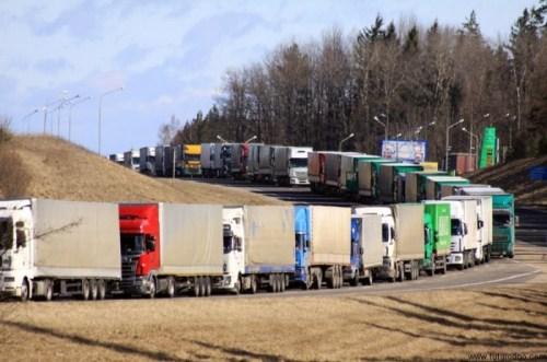 Украинские грузовики намерены добираться в Крым другими путями