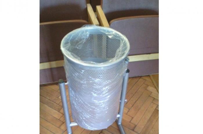 Симферопольские власти намерены бороться с мусором на улицах с помощью урн