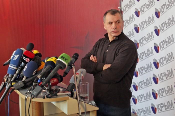Константинов не советует крымским депутатам посещать территорию Украины