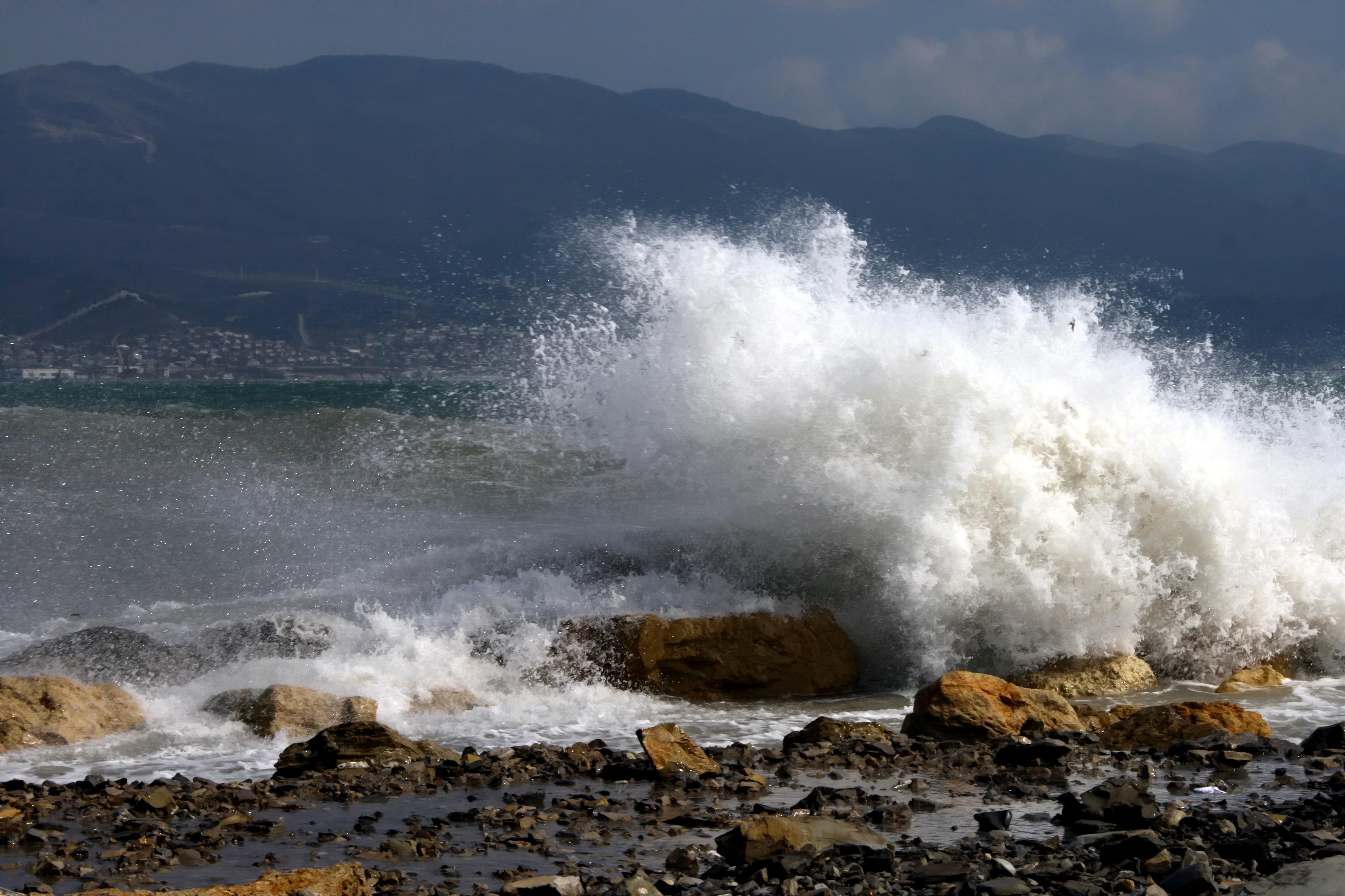 Крымчанам вновь следует опасаться урагана