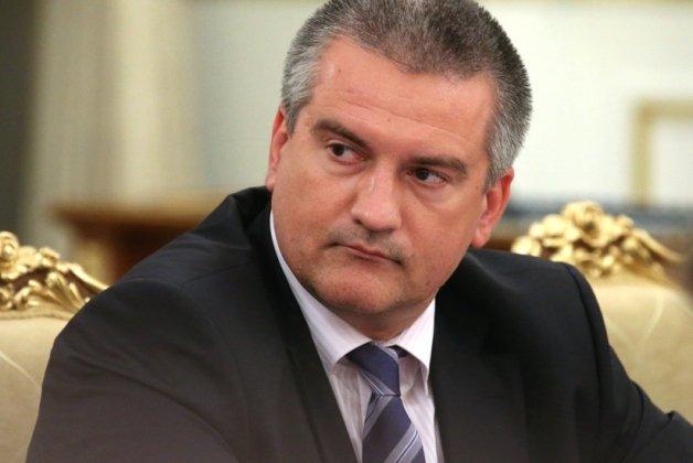 Аксенов поручил банковским работникам работать по выходным