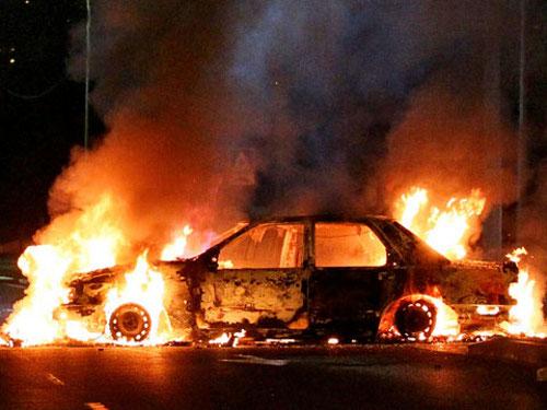 В Симферополе неизвестные поджигают автомобили