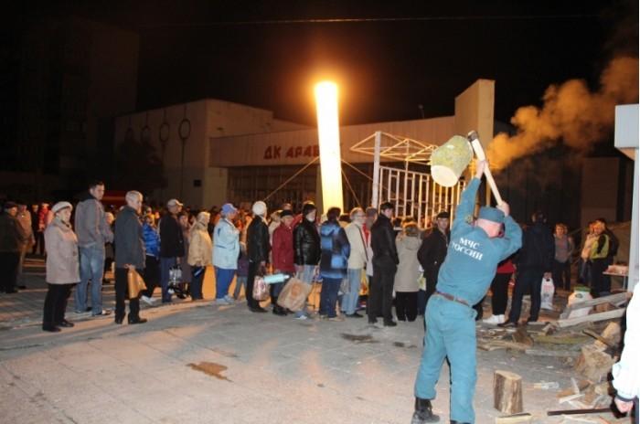 Крымский городок третьи сутки живет без электричества