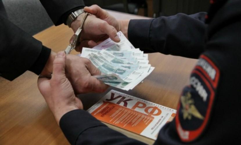 В Крыму под суд пойдет сотрудник полиции, который занимался посредничеством при взяточничестве