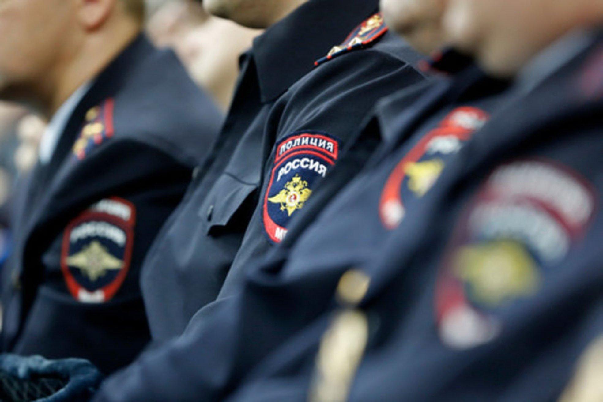 Крымские полицейские перевоплотились в новогодних эльфов