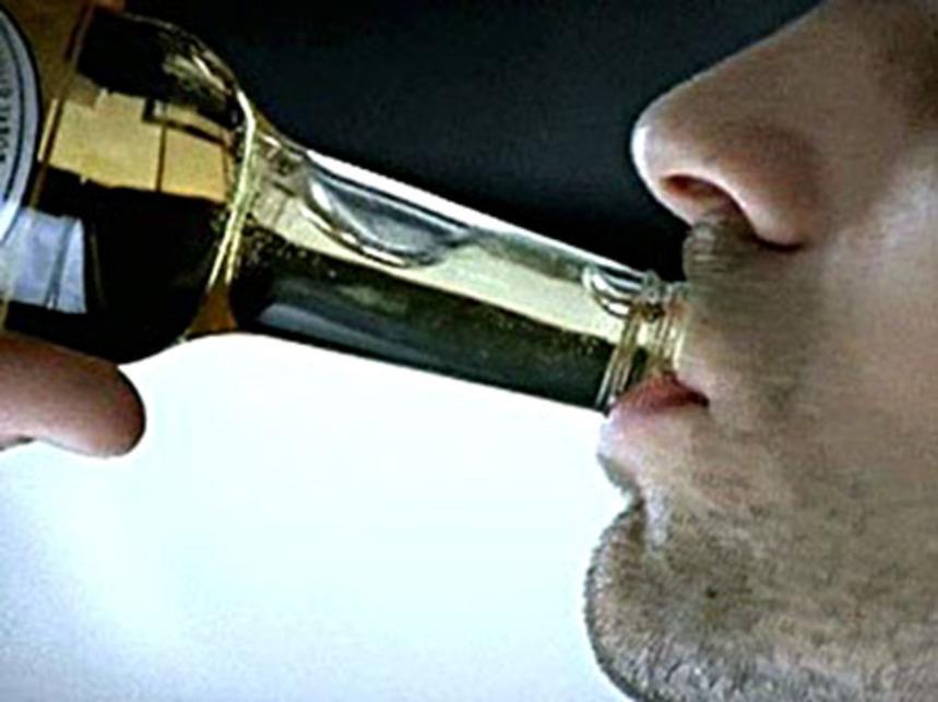 В Евпатории местный житель попался на распитии спиртного и хранении наркотиков