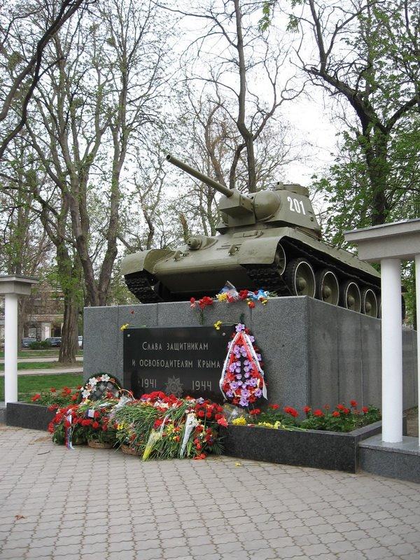 В Симферополе состоялось торжественное открытие сквера Победы