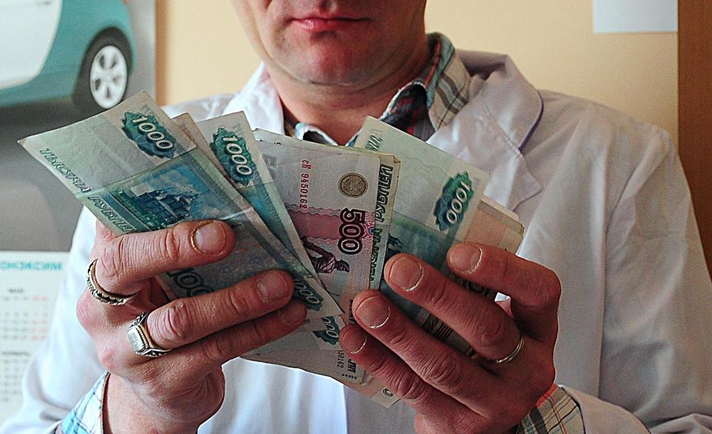 В Феодосии медики получают 37 тысяч рублей