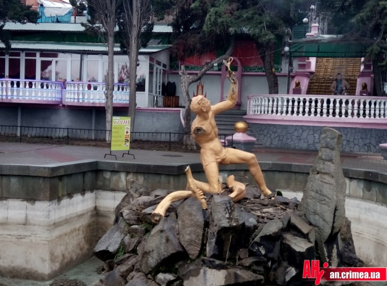 В Алуште неизвестные разрушили единственный в городе фонтан