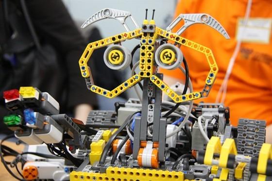 В Крыму впервые состязались юные строители роботов