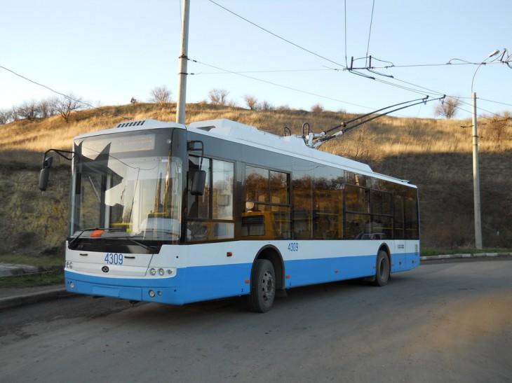 Проезд в крымских троллейбусах вновь подорожает