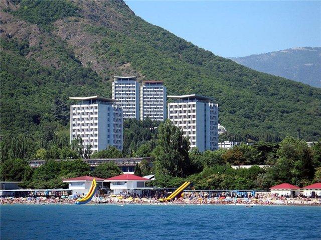 Крымчанам предлагают бесплатные путевки в санатории
