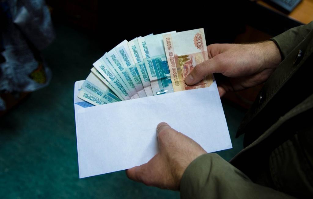 Крымский чиновник попался на взяточничестве
