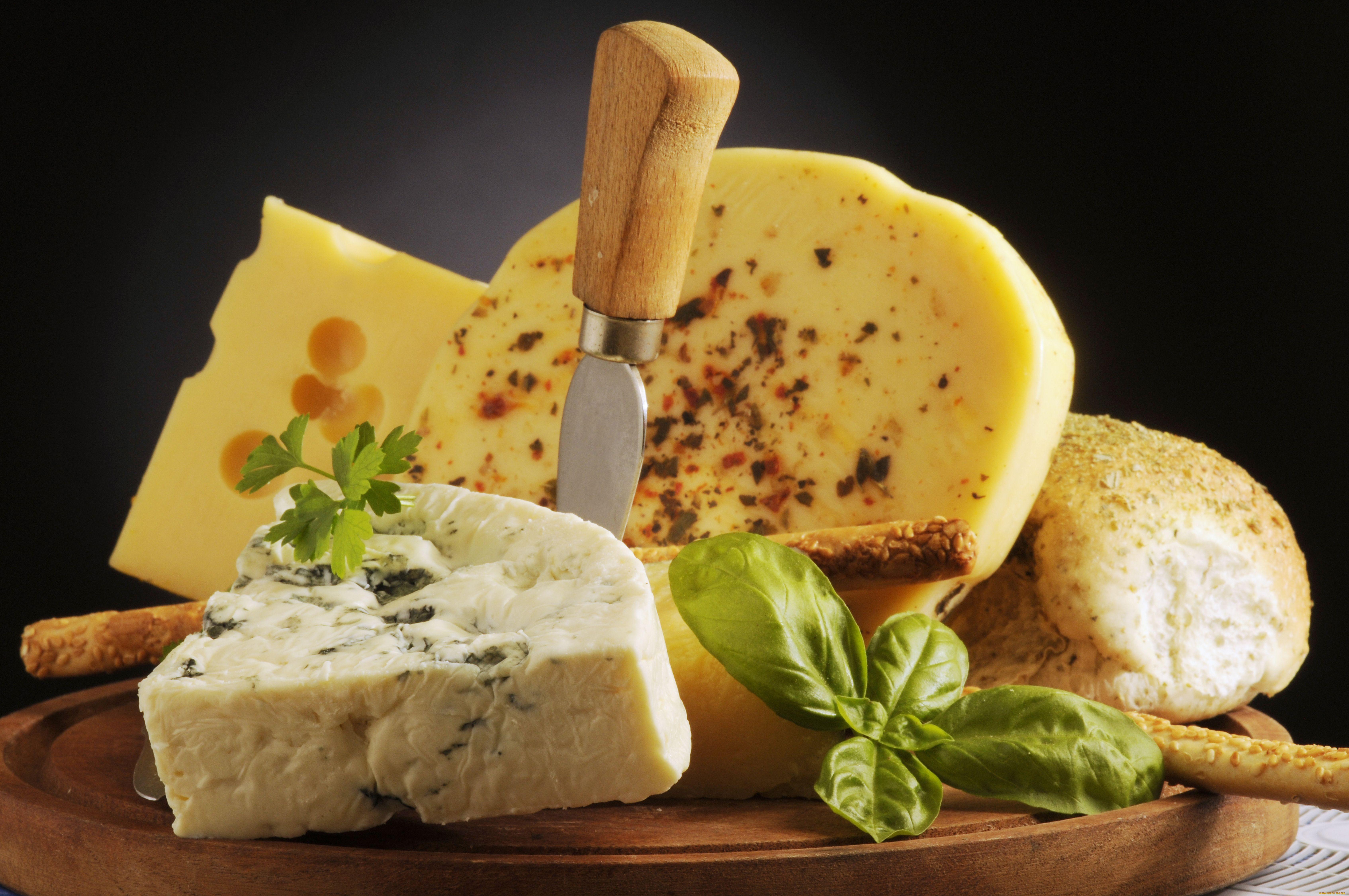 В Крым не пустили крупную партию французских и итальянский сыров