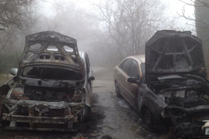 Задержаны первые подозреваемые в деле о массовых поджогах автомобилей на ЮБК