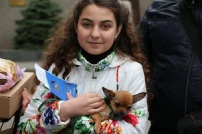11-летней жительнице Донецкой области президент подарил собаку