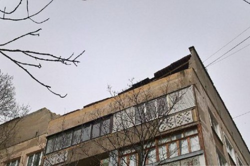В Симферополе в многоэтажке провалилась крыша