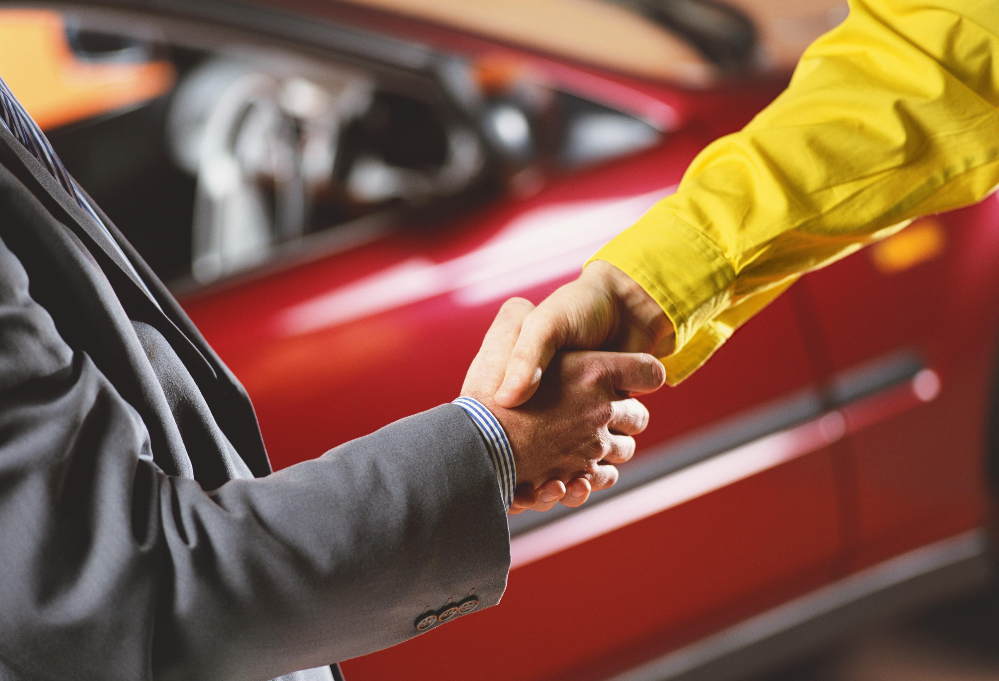 Крымчане массово продают свои автомобили в Херсоне