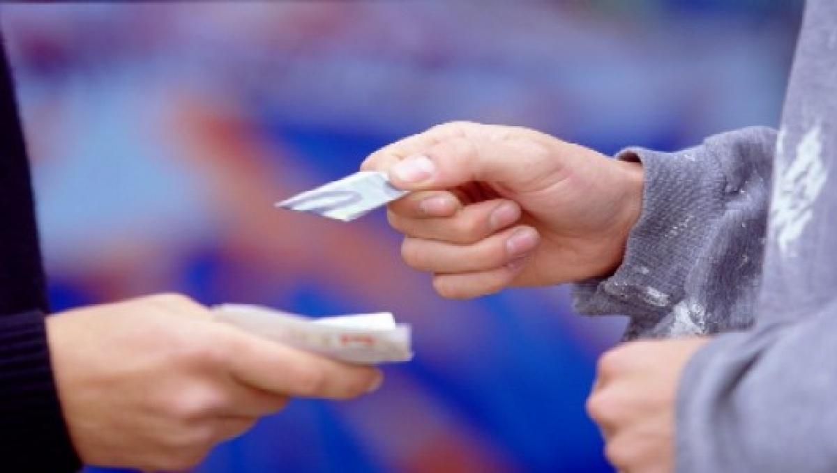 В Евпатории полицейские пресекли деятельность наркодилеров