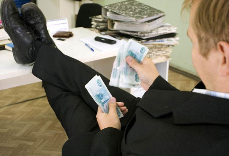 Главу еще одного крымского района подозревают в растрате