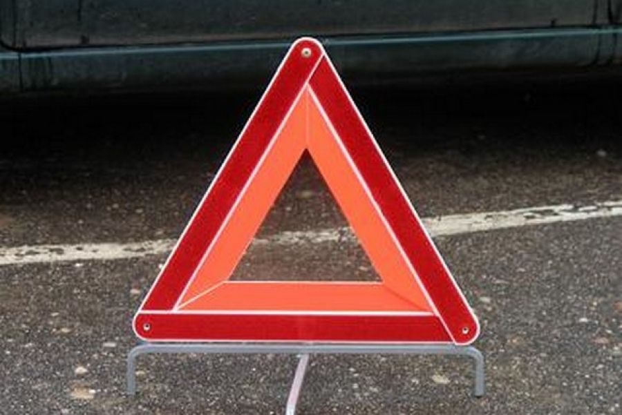 В Крыму водитель протаранил два припаркованных автомобиля