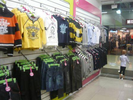 В Севастополе наркозависимые мужчины обокрали магазин с детской одеждой