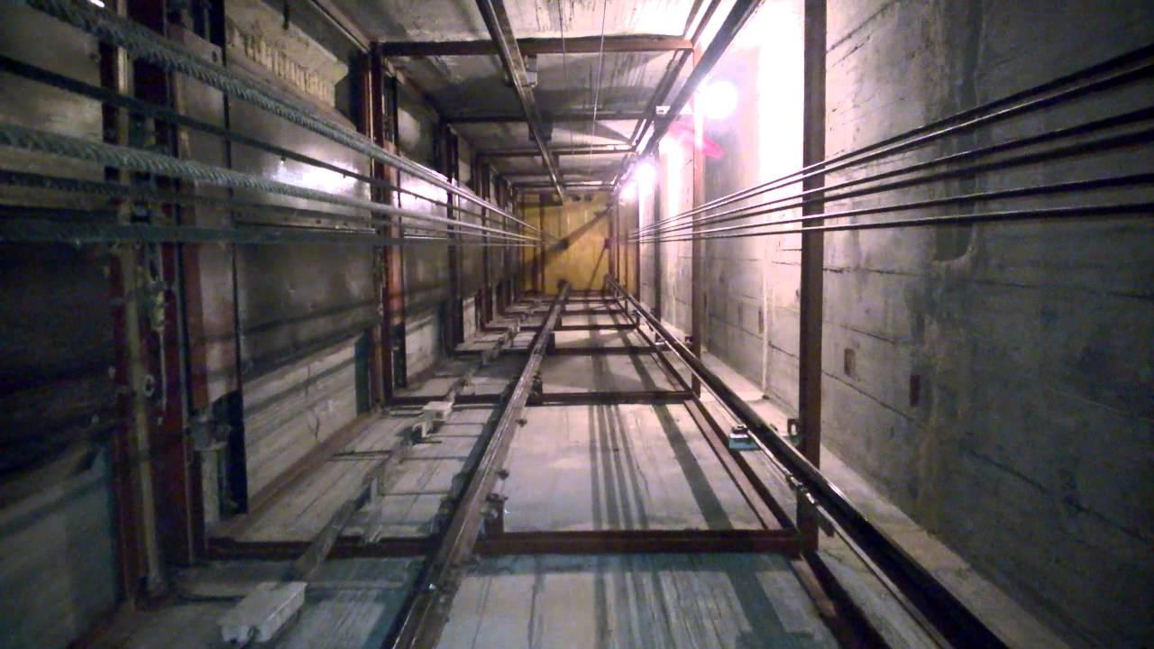 В симферопольских многоэтажках запускают опасные лифты