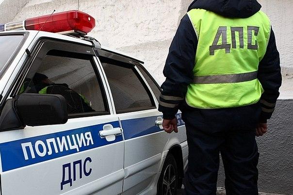 В Крыму заторы на дорогах спровоцировали водителя наброситься с кулаками на дальнобойщика