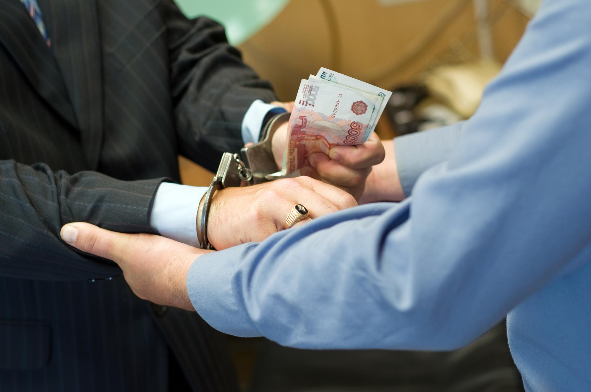 В Крыму предприниматель пытался подкупить сотрудника МФЦ