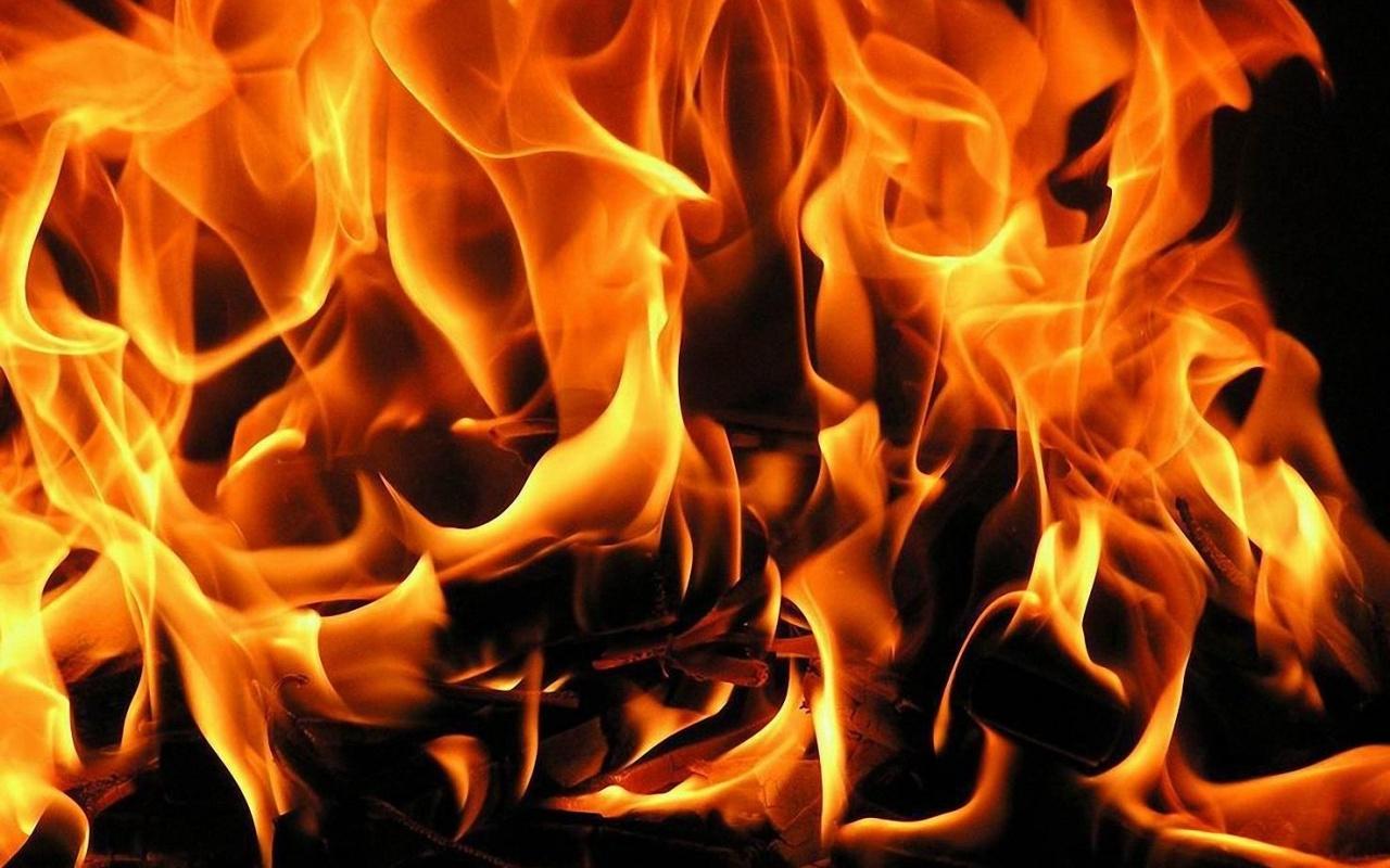 На территории детского сада в Бахчисарае загорелись хозяйственные постройки